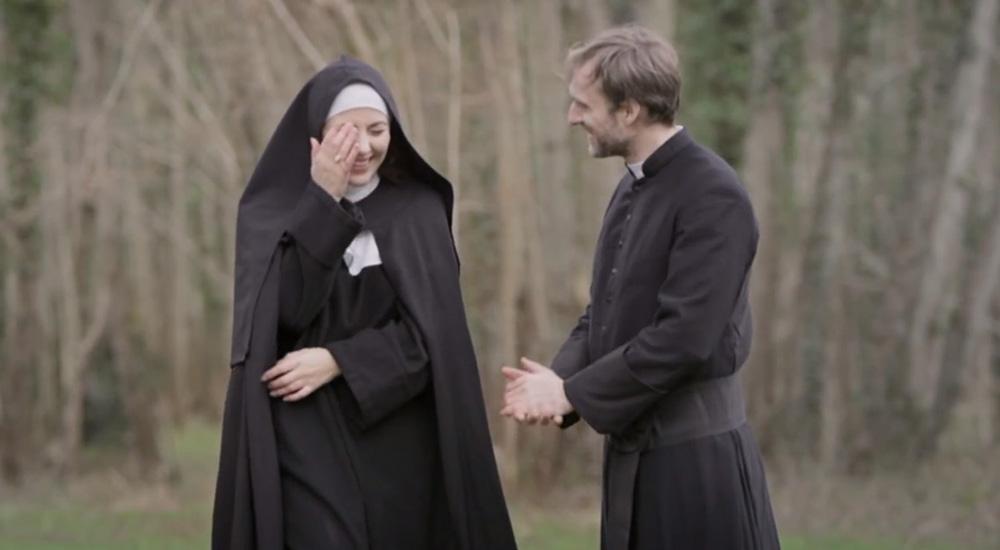 Clip de «Où est la fantaisie ?» : Daphné, une nonne pas très catholique… – Pure Charts